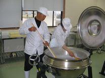 上記の食と健康の館さんの製塩工房の写真になります。